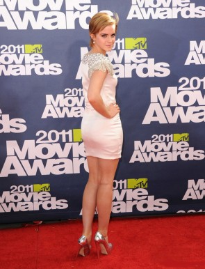 Emma Watson robe de bal cocktail perlée blanche MTV Movie Awards 2011