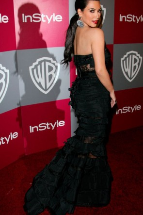 Kim Kardashian Robe de soirée sirène noire Golden Globes 2011