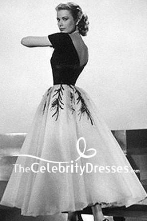 La robe brodée par manchon noire et blanche de Grace Kelly dans la fenêtre arrière de film