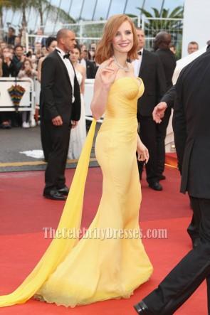 Jessica Chastain Robe de soirée sans bretelles jaune 'Cafe Society' et Gala d'ouverture 2016 Festival de Cannes