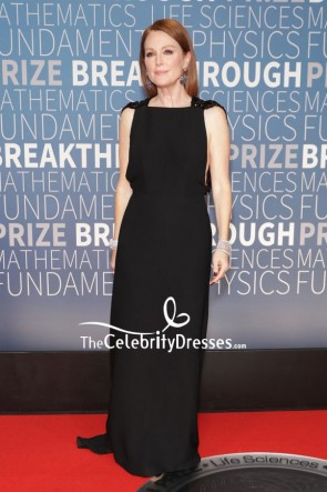 Julianne Moore was minimalist-chic in a sleeveless black long column gown at the 2019 Breakthrough Prize.