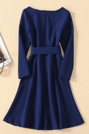 Kate Middleton - Robe de cocktail marine à manches