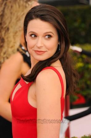 Katie Lowes robe de soirée rouge 22e annuelle Screen Actors Guild Awards