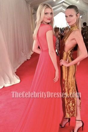Lily Donaldson Robe longue rouge en mousseline de soie décolleté en V profond Met Gala 2015
