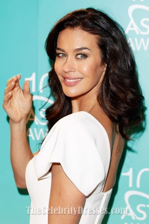Megan Gale robe de cocktail une épaule blanche robes de tapis rouge