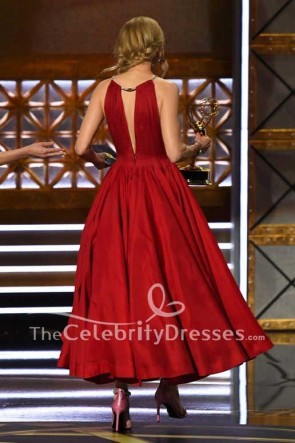 Nicole Kidman robe de robe de boule plongeante profonde rouge v-cou Emmy Awards 2017 tapis rouge
