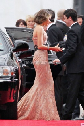 Sarah Hyland - Robe de bal sans bretelles en dentelle Golden Globes Awards 2012