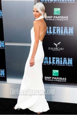 Sasha Luss blanc licol dos nu robe de bal Valériane et la ville d'un millier de planètes Premiere 2017