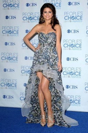 Selena Gomez robe de bal sans bretelles Hi-Low 2011 Tapis rouge People's Choice Awards