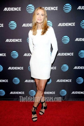 Kelly Lynch Mini-robe blanche à manches longues AT & T AUDIENCE Network Summer 2017 TCA Panel