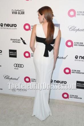 Zoey Deutch Robe de soirée noire et blanche à col en V profond Elton John AIDS Foundation 2015