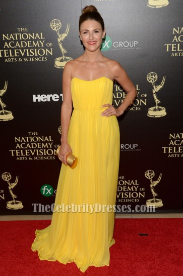 Elizabeth Hendrickson エリザベス・ヘンドリクソン黄色のストラップレスのイブニングドレス第41回日中エミー賞