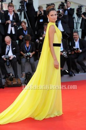 Anna Safroncik アンナサフロンシック 黄色の素晴らしいイブニングウエディングドレス「ララランド」映画プレミア2016ヴェネツィア映画祭