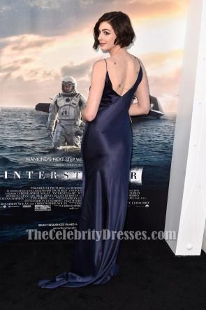 Anne Hathaway アン・ハサウェイダークネイビーのイブニングドレス「星間」LA初演
