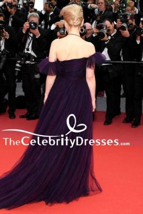 エミリア・クラークソロプレミアカンヌ映画祭パープルイブニングドレス