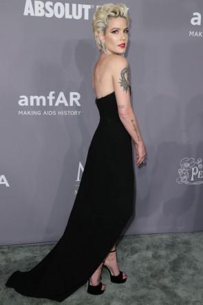 Halseyセクシーな黒のイブニングドレス2018 amfARガラニューヨークドレス