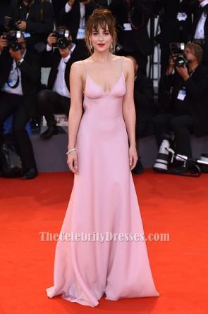 Dakota Johnson ダコタ・ジョンソン ピンクのイブニングドレス「ブラックマス」ヴェネツィア映画祭プレミア