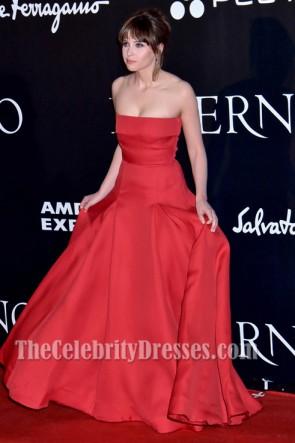 Felicity Jones フェリシティ・ジョーンズ 赤いストラップレスのフォーマルドレスダンブラウンのインフェルノのフィレンツェ初演