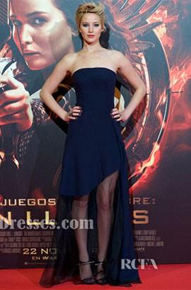 Jennifer Lawrence ジェニファーローレンス ネイビーウエディングドレス '飢餓ゲームキャッチ火'マドリードプレミア