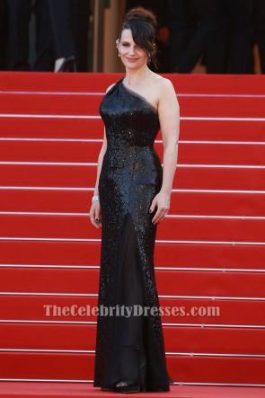 Juliette Binoche第70回カンヌ国際映画祭クロージングセレモニーブラックワンショルダーイブニングドレス