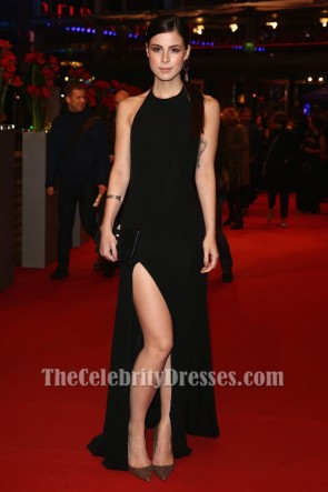 Lena Meyer-LandrutブラックホルターネックのイブニングドレスBerlinale Film Festivalレッドカーペットドレス