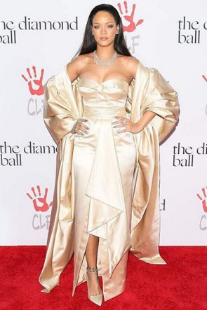 Rihanna リアーナストラップレスフォーマルドレスダイヤモンドボール2015レッドカーペットドレス