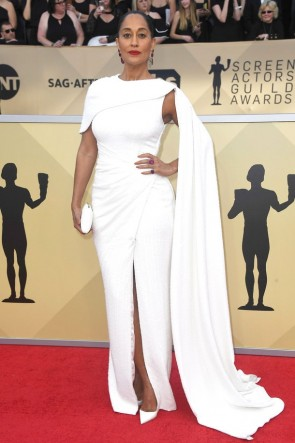 Tracee Ellis Ross 2018 SAGアワードレッドカーペットホワイトイブニングドレス