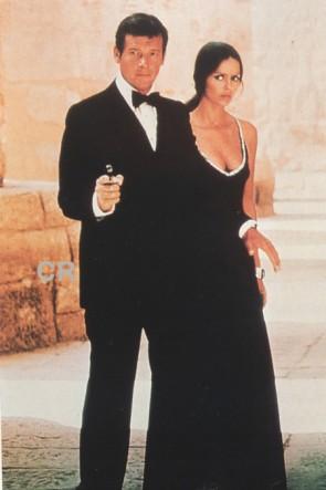 Barbara Bach バーバラバッハ ブラックウエディングドレス1977年私を愛したスパイ007