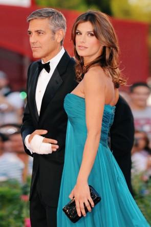 Elisabetta CanalisウエディングドレスのイブニングドレスVenice Film Festival 2009レッドカーペット