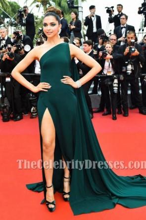 Deepika Padukoneダークグリーンワンショルダースリットイブニングドレス2017カンヌ映画祭上映