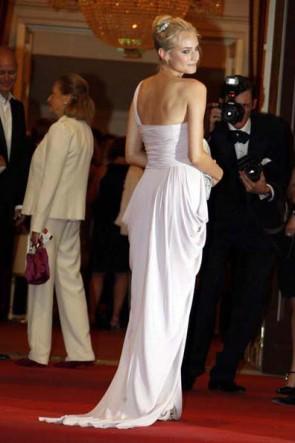 ダイアンクルーガーワンショルダーウエディングドレス第65回ヴェネツィア映画祭ドレス