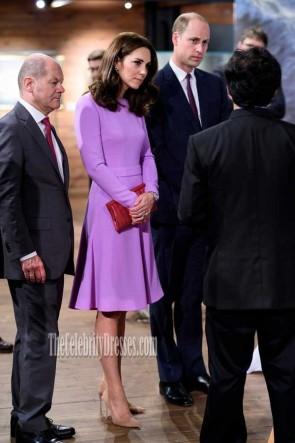 ドイツのライラックエレガントな長袖のカクテルドレスへのケイトミドルトンの公式訪問