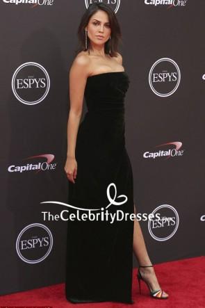 EizaGonzálezブラックベルベットストラップレスのイブニングドレス2018 ESPYSレッドカーペット