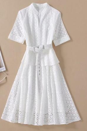 ケイトミドルトンホワイトカットアウトドレス