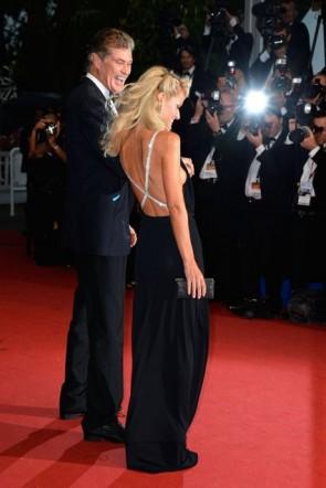 Hayley Roberts ヘイリーロバーツ 黒い背中が大きく開いウエディングドレス第66回カンヌ映画祭