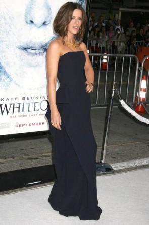 Kate Beckinsale ストラップレスブラックウエディングドレスフォーマルドレスホワイトアウトプレミアロサンゼルス