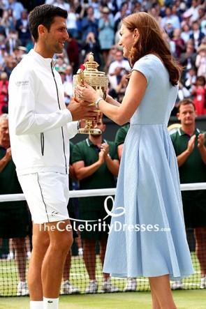 Kate Middleton キャップスリーブ付きミディライトスカイブルードレス