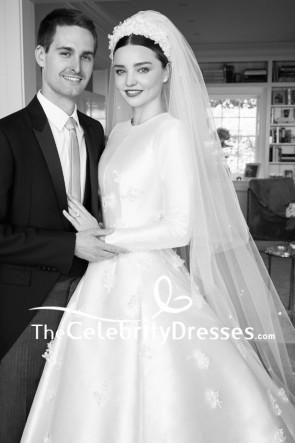 長袖の夜会服とミランダカーアイボリー刺繍のウェディングドレス
