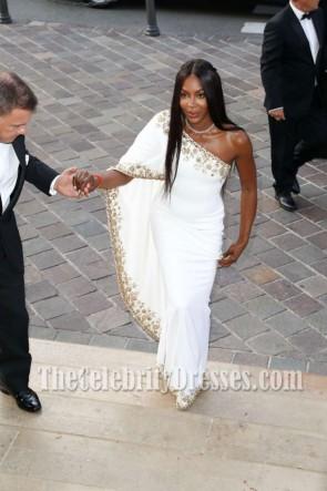 ナオミキャンベル高級ホワイトビーズのワンショルダーのイブニングドレス2017モンテカルロファッションウィーク