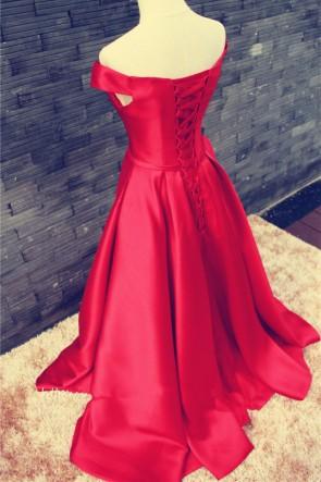 女性の赤いオフショルダーサテンボールガウンウエディングイブニングドレスシンプル