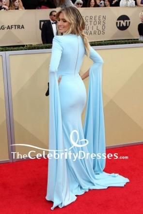 Renee Barghライトスカイブルーは長袖のイブニングマーメイドドレスをカットする2018 SAG賞レッドカーペット