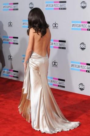 Selena Gomez 2011 American Music Awardsプロムドレスレッドカーペット