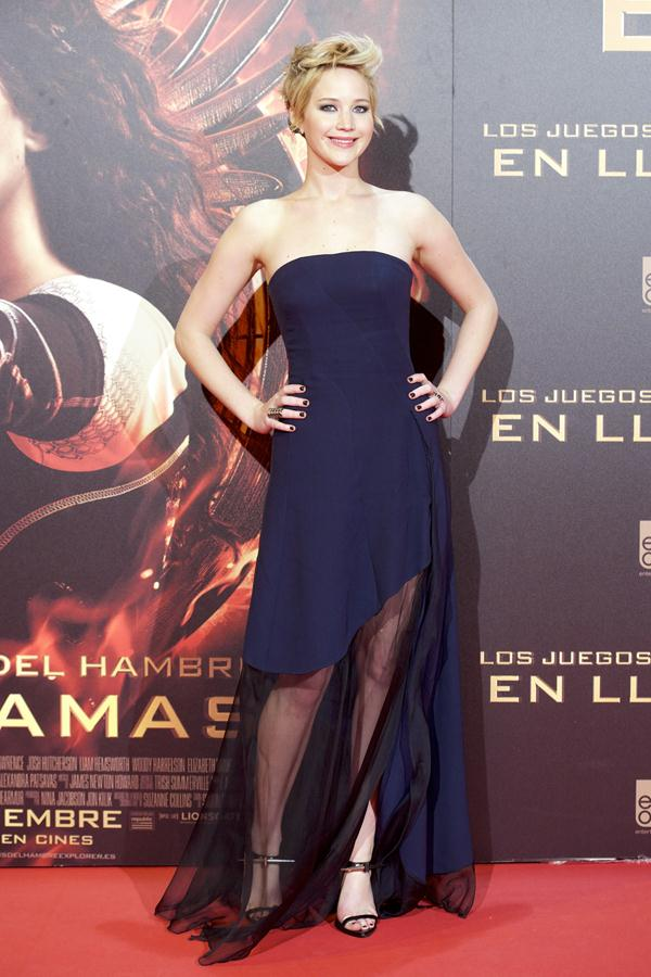 jennifer lawrence navy prom dress �the hunger games