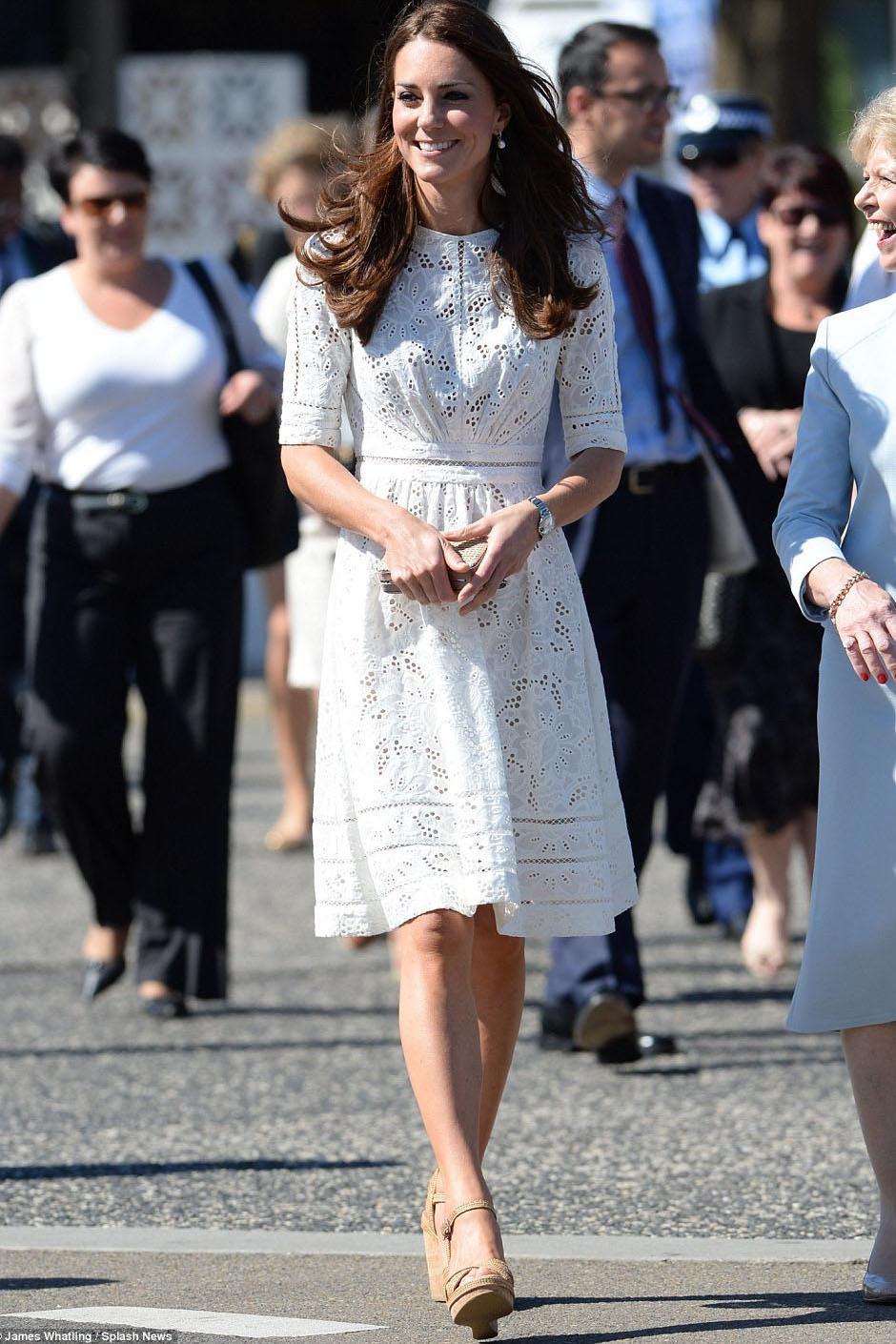 Kate Middleton Elegantes Knielänge Weißes Spitze-Cocktailkleid ...