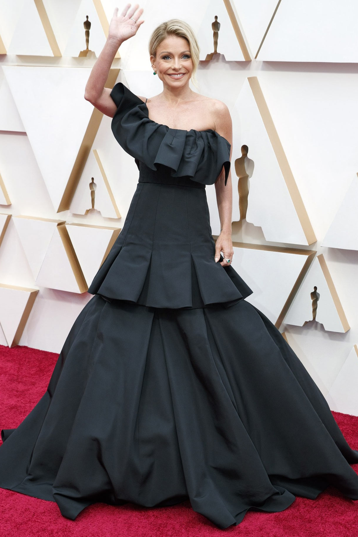 Oscars 2018: Samara Weaving takes the plunge in a low-cut