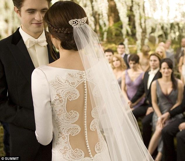 Kristen Stewart Long Sleeves Wedding Dress In Twilight ...