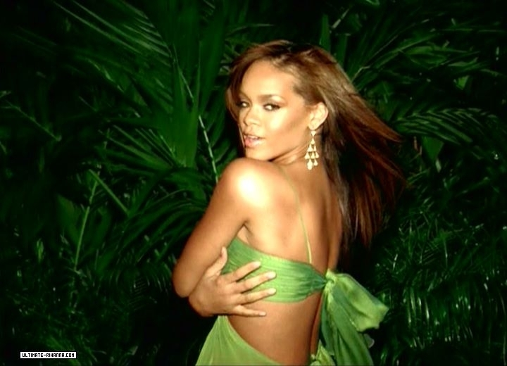 Rihanna S Short Green Party Dress In Sos Video